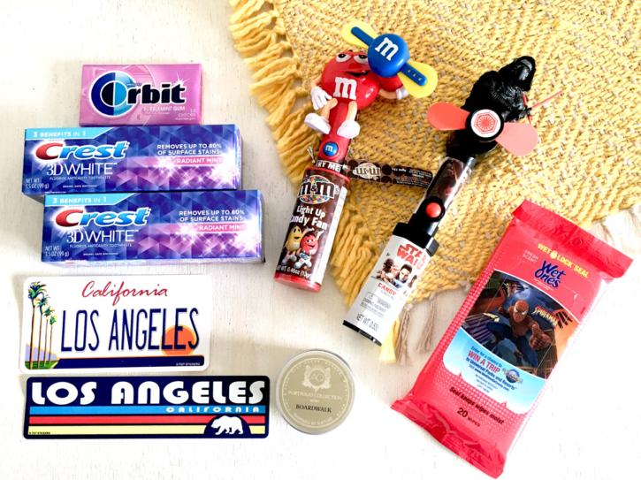 アメリカ ロサンゼルスのお土産 クレスト歯磨き粉、おもちゃなど